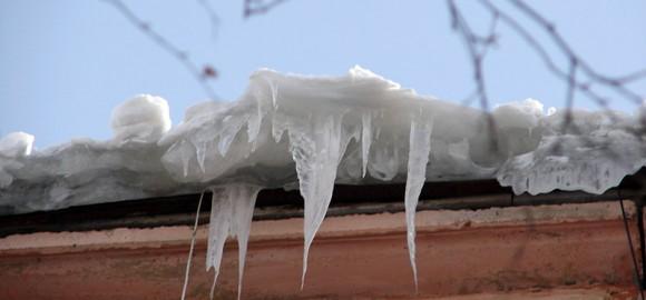 Очистка снега и наледи с крыш