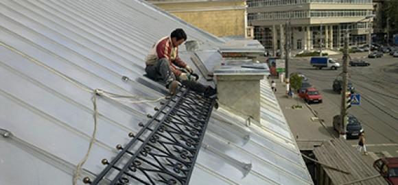 Монтаж ограждения скатной крыши на улице Советской