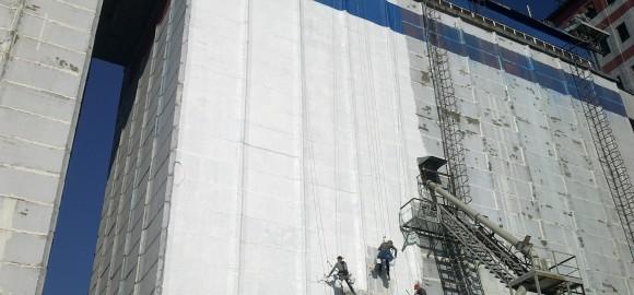 Покраска фасада на  заводе Балтика